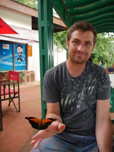 07 Cataratas, Thomas mit Schmetterling