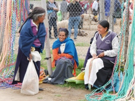 frauen-am-markt-in-otavalo