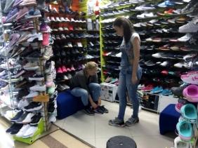 011 Schuhe über Schuhe