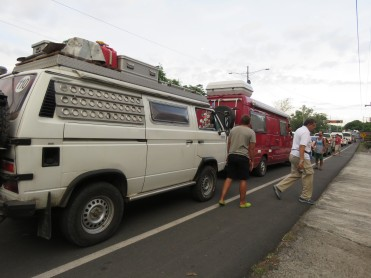 002 Warten am Vulkan Masaya