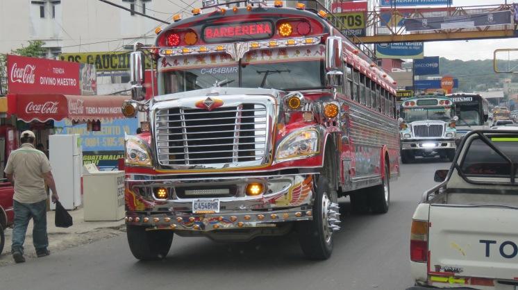 002 Bunte Busse in Guatemala