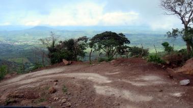 002 Steile Piste zum Vulkan Ipala