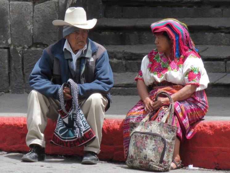 004 vor der Kirche in Quetzaltengango