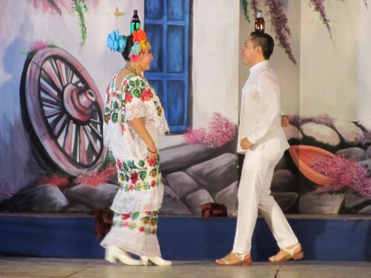 001 Folkorischer Tanz La Jarana in Mérida