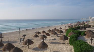 002 Playa delfines Cancún
