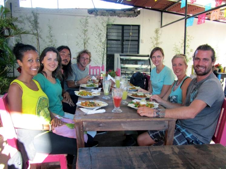 001 Mit anderen Reisenden in San Cris