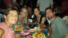 001 Sarah, Miri, Elora & Thomas in Mérida