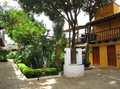002 Hostel Rossco