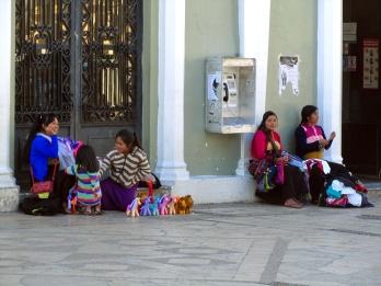 002 San Cris Strassenverkäuferinnen
