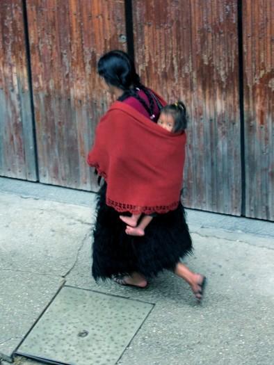 003 Indigene Frau mit Kind