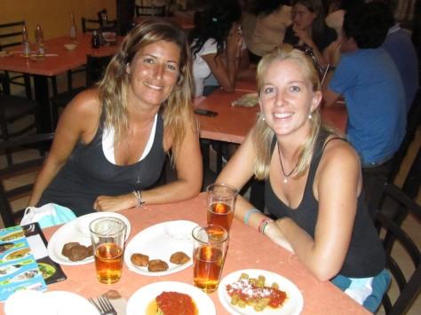 004 Sarah & Miri in Mérida